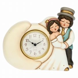 Newlyweds in love table clock
