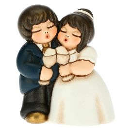 Brautpaar Prosit zwischen Liebenden