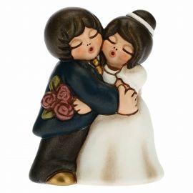 Brautpaar Umarmung mit Bouquet