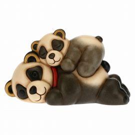 Panda coccole tra mamma e cucciolo giocherellone